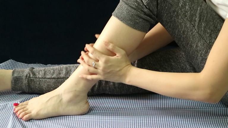 Không nên lơ là khi xuất hiện những dấu hiệu đau nhức xương khớp và tê tay chân