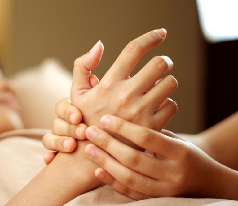 Tác động vào các huyệt đạo sẽ hỗ trợ giảm đau nhức hiệu quả