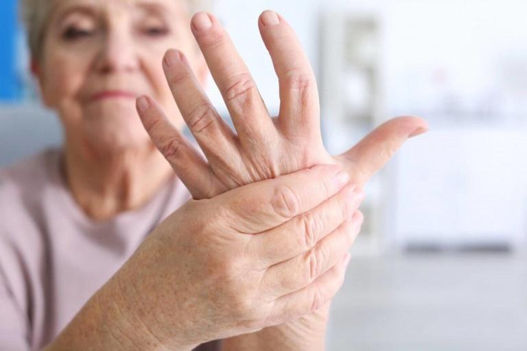 Tình trạng tê tay chân có thể đến từ nhiều nguyên nhân