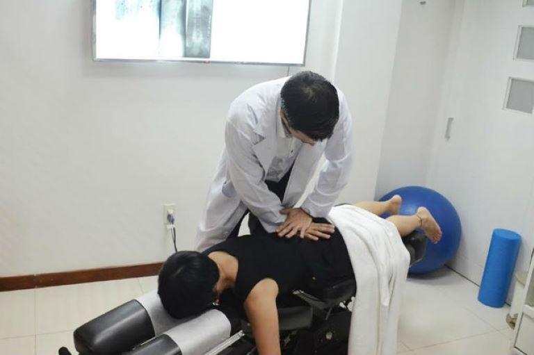 Vật lý trị liệu kết hợp xoa bóp bấm huyệt là phương pháp điều trị bệnh xương khớp được đánh giá cao về tính an toàn và hiệu quả