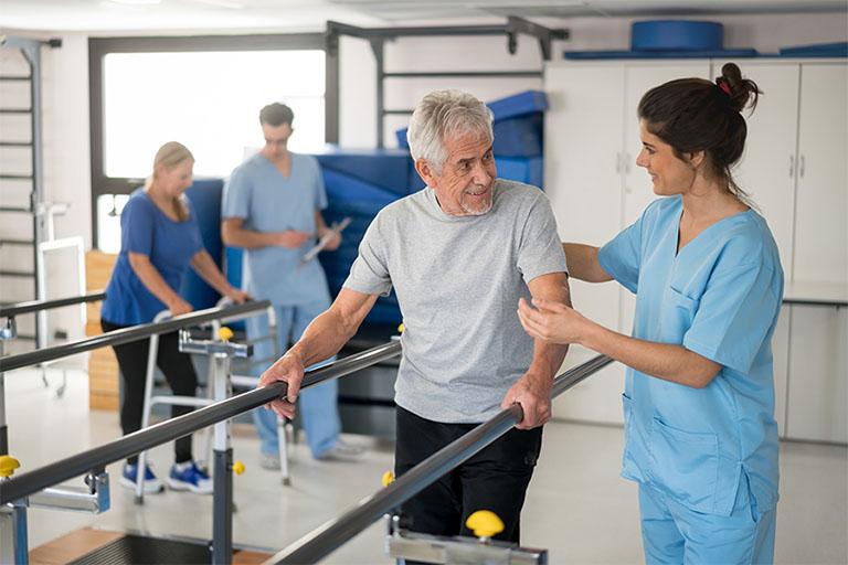 Điều trị đau nhức xương lưng bằng liệu pháp vận động