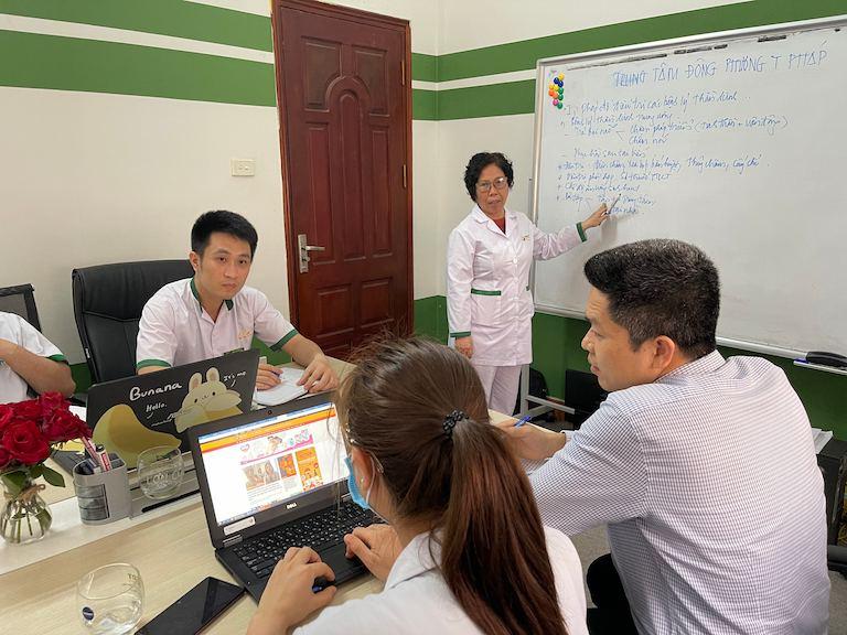 Đội ngũ chuyên gia đã bàn bạc, thảo luận kỹ lưỡng trước khi đi đến thống nhất phác đồ điều trị cho nhóm bênh lý thần kinh