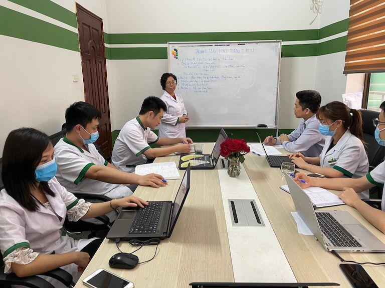 Toàn cảnh Trung tâm Đông phương Y pháp họp đội ngũ chuyên môn