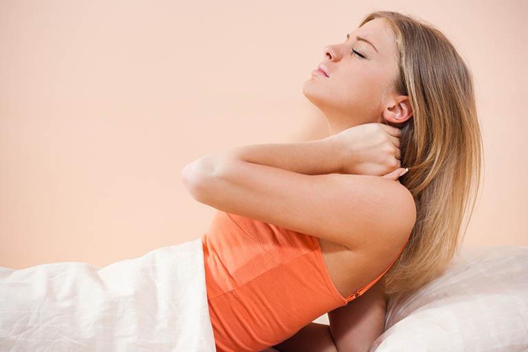 Ngủ sai tư thế khiến bạn bị cơn đau cổ hành hạ khi ngủ dậy