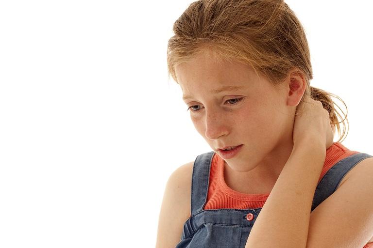 Trẻ em cũng có nguy cơ bị đau cổ