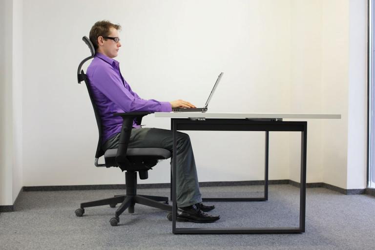 Ngồi đúng tư thế giúp phòng tránh thoát vị đĩa đệm