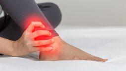 Thoát vị đĩa đệm gây tê chân: Triệu chứng và cách chữa trị