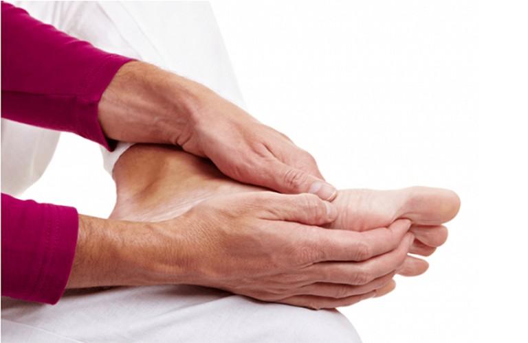 Thoát vị đĩa đệm gây đau chân, tê chân và một số biến chứng