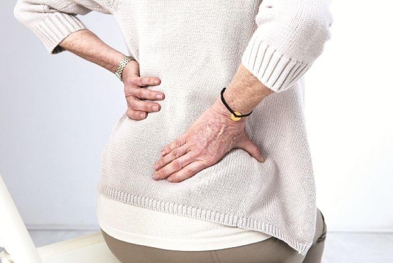 Thoái hóa xương khớp do tuổi tác là một trong những nguyên nhân chính gây thoát vị đĩa đệm