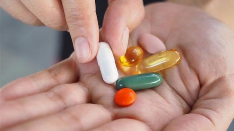 Thuốc Tây y là giải pháp điều trị tiện lơi, cho tác dụng nhanh nhưng tiềm ẩn nhiều tác dụng phụ gây hại cho sức khỏe