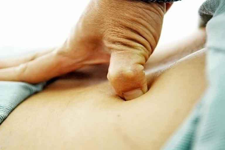 Bấm huyệt cần được thực hiện chính xác với lực ấn vừa phải