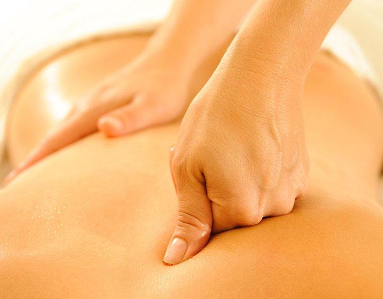 Massage lưng hỗ trợ điều trị thoát vị đĩa đệm hiệu quả