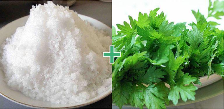 Sử dụng ngải cứu sao muối cũng là giải pháp giảm đau hiệu quả