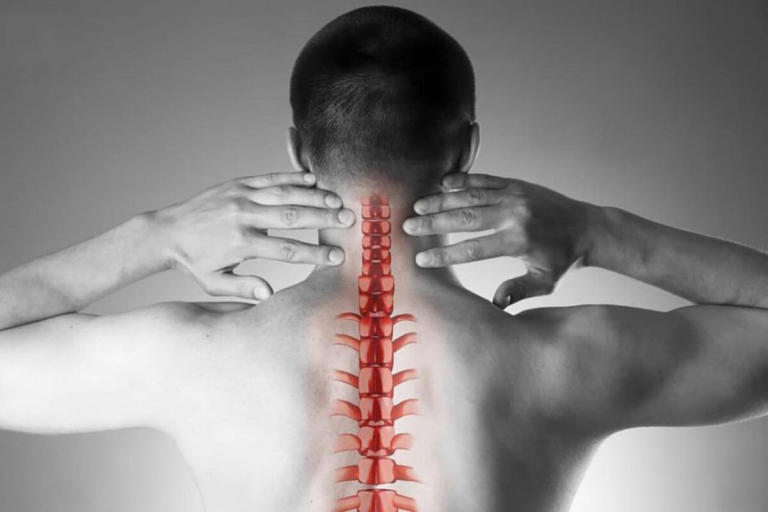 Bệnh xương khớp là nguyên nhân khiến bạn bị đau vai gáy dẫn đến mất ngủ