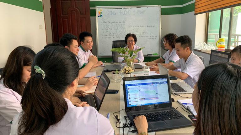 Họp hội đồng chuyên môn nghiên cứu phác đồ điều trị cho trẻ kỷ tại Trung tâm