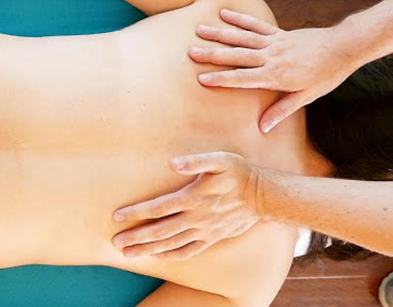 Massage mang lại nhiều lợi ích cho người thoát vị đĩa đệm