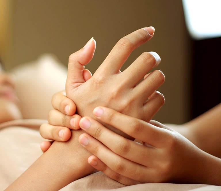 Trị thoái hoá xương khớp bằng vật lý trị liệu đang là xu hướng mới trong điều trị