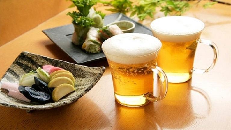 Bia và đồ ăn nhanh là những thực phẩm bà bầu mất ngủ cần tránh xa