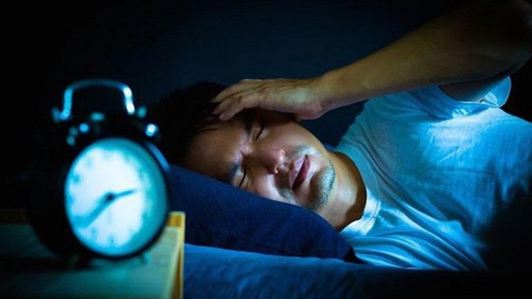 Tình trạng khó ngủ hoặc không ngủ được hơn 1 tháng là biểu hiện của mất ngủ kéo dài