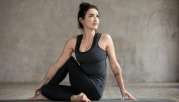 Tập yoga có thể giảm triệu chứng đau nhức đầu