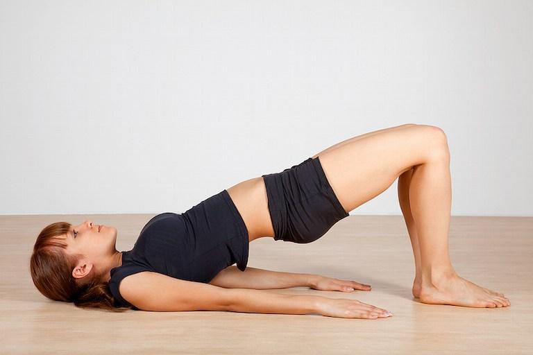 Giảm đau đầu hiệu quả với bài tập yoga tư thế cây cầu