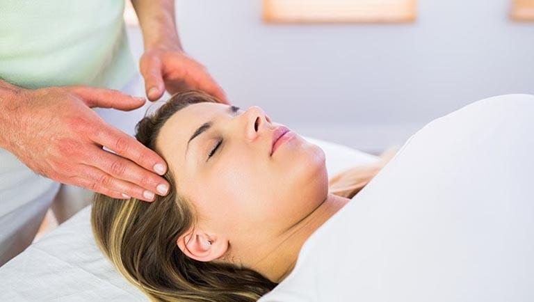 Massage, day ấn trị đau đầu cho bà bầu được các chuyên gia đánh giá cao