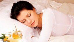 11 Cách chữa mất ngủ bằng mật ong an toàn, hiệu quả và dễ thực hiện