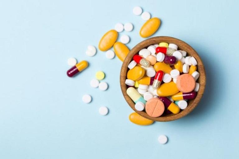 Dùng thuốc chữa đau đầu vùng trán