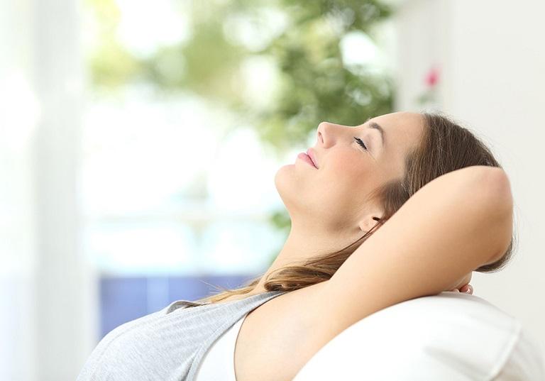 Có chế độ nghỉ ngơi hợp lý điều trị đau đầu vùng trán