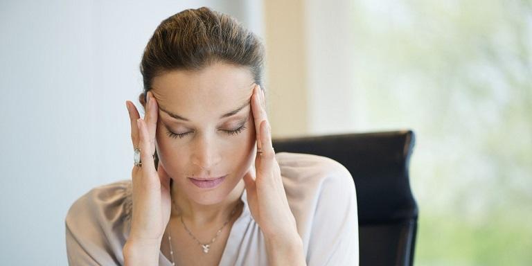 Đau đầu vùng trán gây ảnh hưởng tới công việc và sinh hoạt hàng ngày