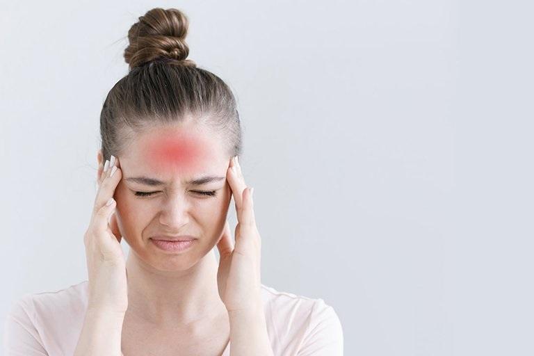 Tác động về tâm lý cũng gây đau đầu vùng trán