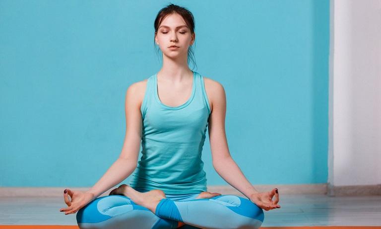 Áp dụng các bài tập tại nhà chữa đau đầu vùng trán