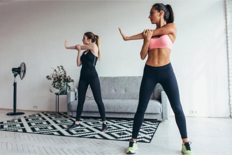 Bài tập kéo giãn tay và vai giúp giảm đau nhức hiệu quả
