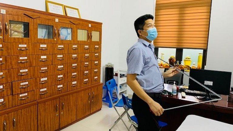 Ông Nguyễn Quang Hưng tại buổi khảo sát bệnh viện Favina