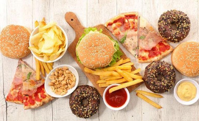 Tiêu thụ nhiều chất béo bão hòa có thể làm trầm trọng thêm tình trạng đau nhức và cản trở quá trình hồi phục của dây thần kinh bị tổn thương.