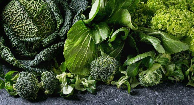Các loại rau xanh đậm mà đặc biệt là cải bó xôi và cải bắp rất tốt cho bệnh nhân liệt dây thần kinh số 7