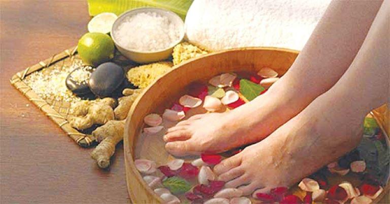 Thư giãn bằng cách ngâm chân trước khi đi ngủ giúp bạn ngủ dễ và ngủ ngon hơn