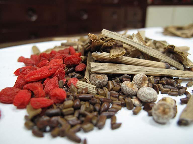 Các bài thuốc Đông y an toàn và không gây tác dụng phụ cho người dùng