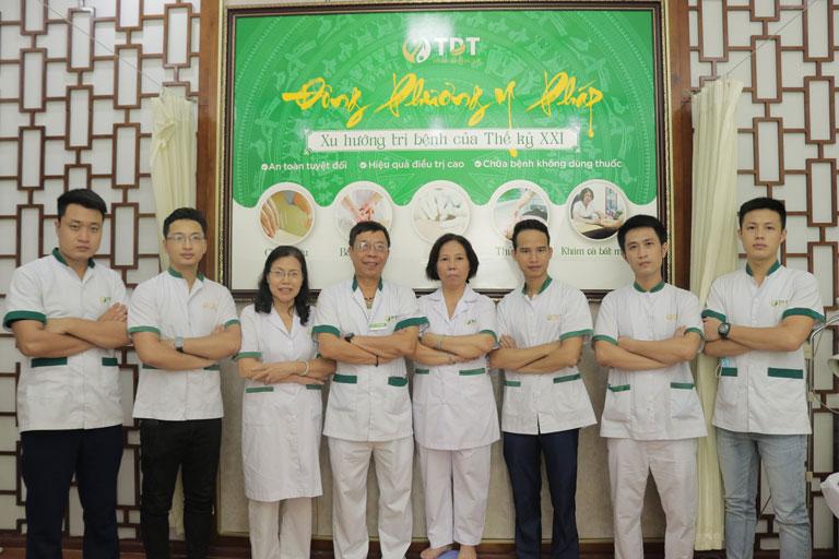 Đội ngũ y bác sĩ và nhân viên giàu kinh nghiệm tại trung tâm
