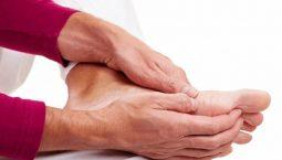Người già rất dễ bị tê nhức, đau mỏi chân tay