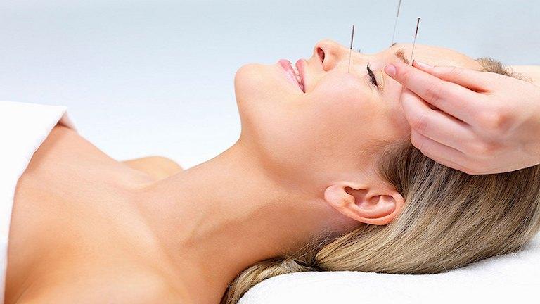 Bấm huyệt có tác dụng điều trị các bệnh lý vùng đầu rất hiệu quả
